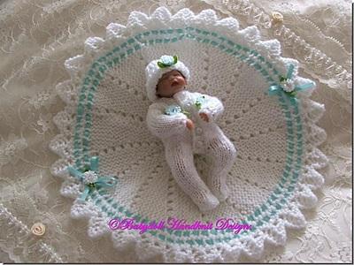 Shawl & Babygro 4 inch doll