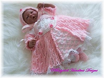 'Baby Elizabeth' 16-24 inch doll/0-3m baby