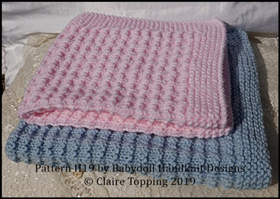 Simple blanket in two sizes and car seat blanket